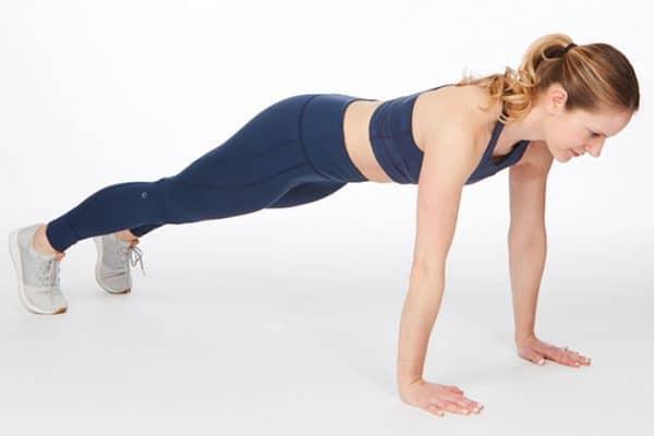 abs płaski brzuch kobieta w planku ćwiczenia
