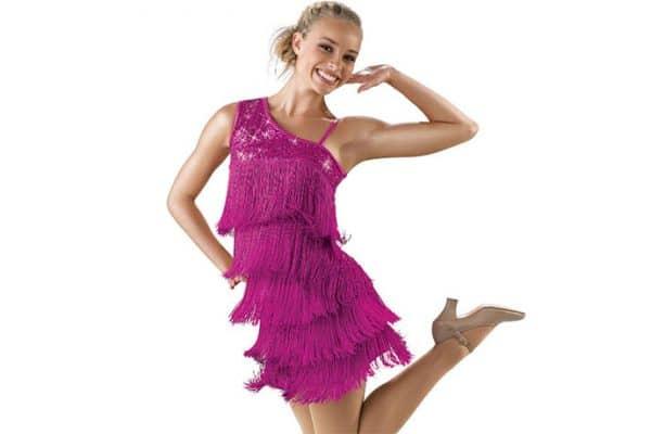 bachata solo, kobieta w sukience, szkoła tańca pabianice