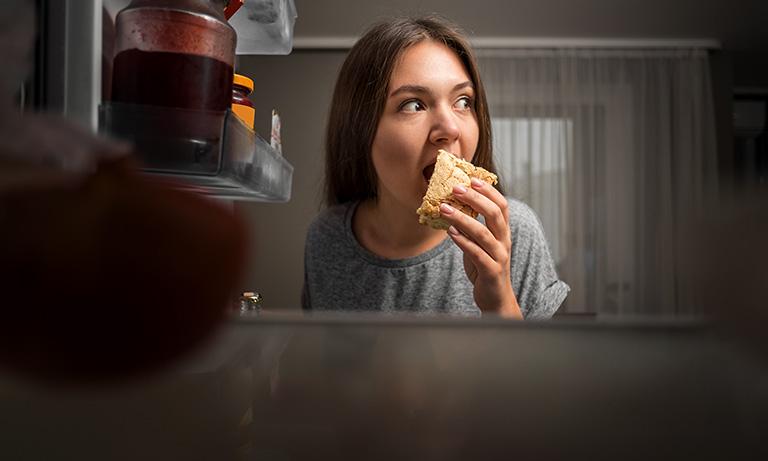Nie można jeść po 18 – fakt czy mit?
